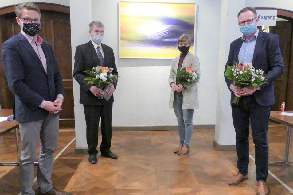 Maik Herbrig. (rechts) ist von den Stadträten zum Stellvertretenden Friedensrichter von Roßwein gewählt worden. Dieses Foto entstand nach einer Wahl im vorigen Dezember.