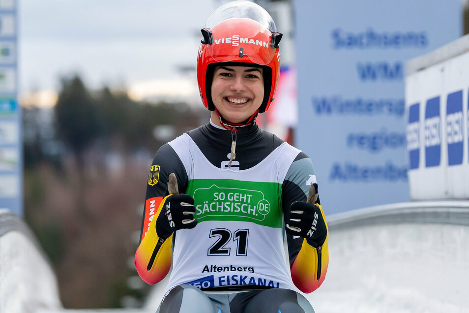 Doppeldaumen für den Doppelsieg - beim jüngsten Junioren-Weltcup im heimischen Altenberg gewann Jessica Degenhardt beide Rennen.