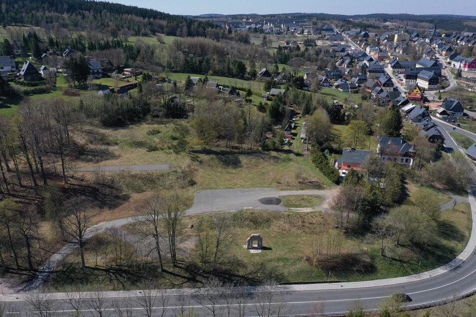 An der Zinnwalder Straße soll Altenbergs neues Vier-Sterne-Hotel entstehen. Die Investoren um Johann Mayer wollen dafür viel Geld in die Stadt bringen.