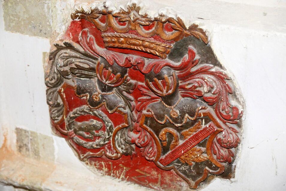 Eines er vier Wappen, die aufwendig restauriert werden sollen. Doch es fehlt noch Geld dafür.