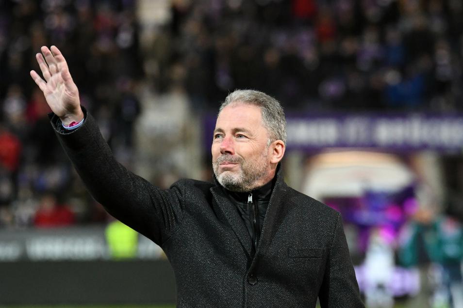 Die Geste passt. Jürgen Wehlend verabschiedet sich aus Osnabrück und kehrt nach Dresden zurück. Dynamo infrastrukturell wie strategisch weiter zu entwickeln, wird die Hauptaufgabe des neuen kaufmännischen Geschäftsführers.