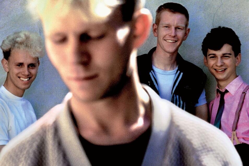 Als Depeche Mode 1981 erstmals von Anton Corbijn fotografiert wurden, waren sie noch zu viert und reichlich unbedarft.