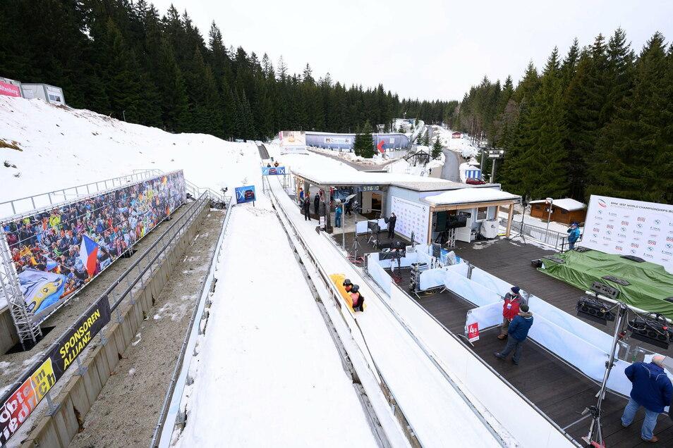 Reichlich Schnee, keine Zuschauer und Weltklasse im Eiskanal: So sieht es derzeit in Altenberg aus bei der Bob- und Skeleton-WM.