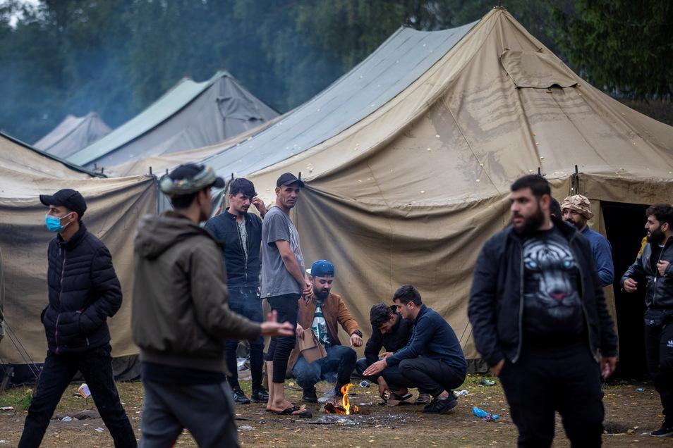 Migranten in einem litauischen Flüchtlingslager unweit der Grenze zu Belarus.