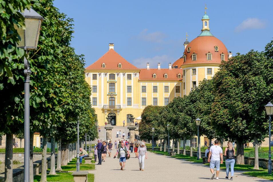 Das Touristenziel der meisten Besucher - Schloss Moritzburg mit seiner Seenlandschaft und dem Park.