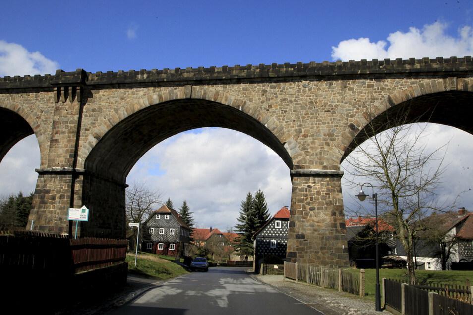 Die Trasse führt durch malerische Landschaft - auch über das Viadukt in Obercunnersdorf. Das ist ein beliebtes Fotomotiv.