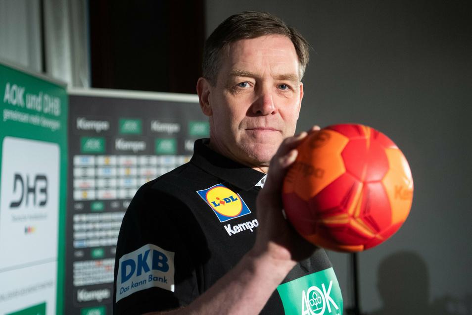 Die Hand am Ball: Bundestrainer Alfred Gislason.