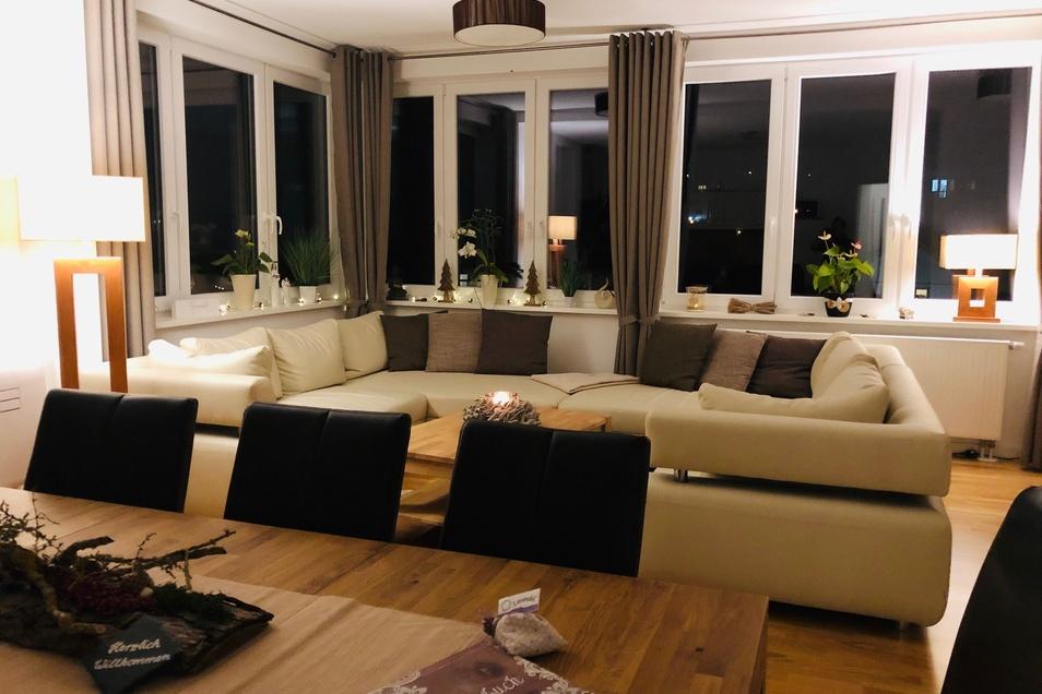 Platz nehmen und die Weihnachtszeit genießen, beispielsweise in der modernen und stilvollen Ferienwohnung Georgenthal.