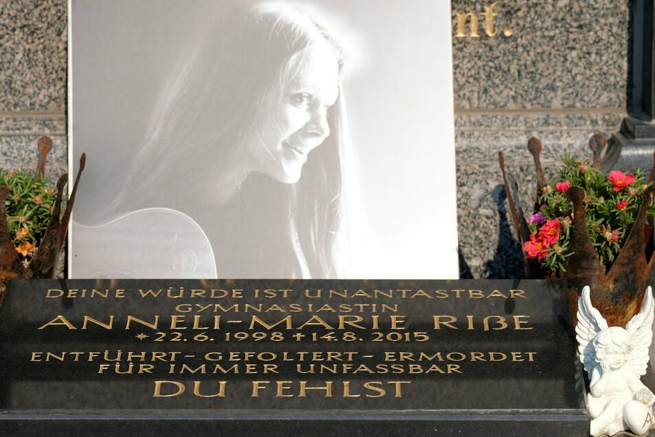 Das Grab der Familie Riße, die mit 17 Jahren ermordete Anneli-Marie Riße gehört dazu.