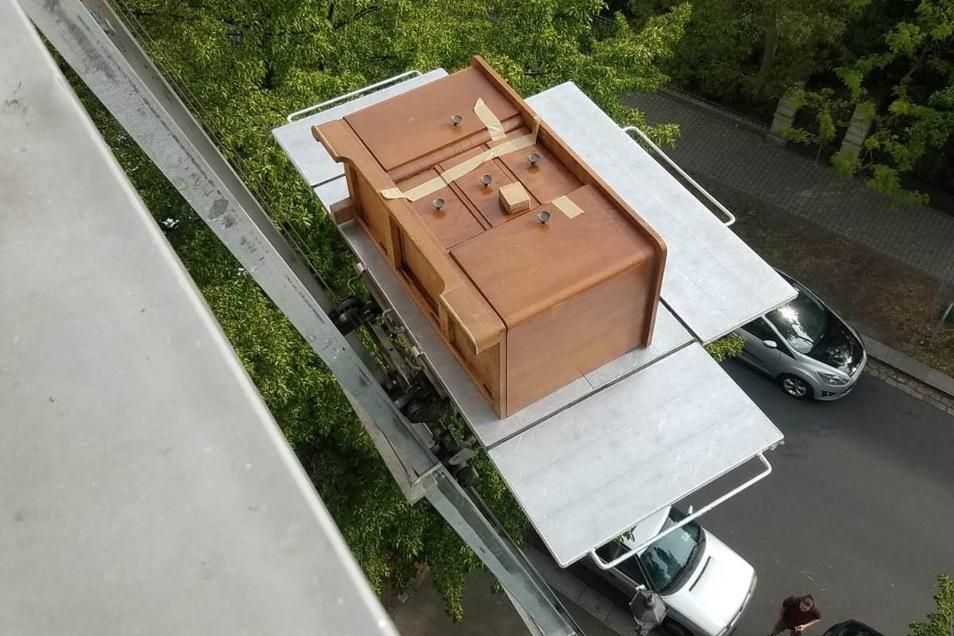 Per Lift schwebten die Möbel innerhalb weniger Stunden nach oben in den fünften Stock.