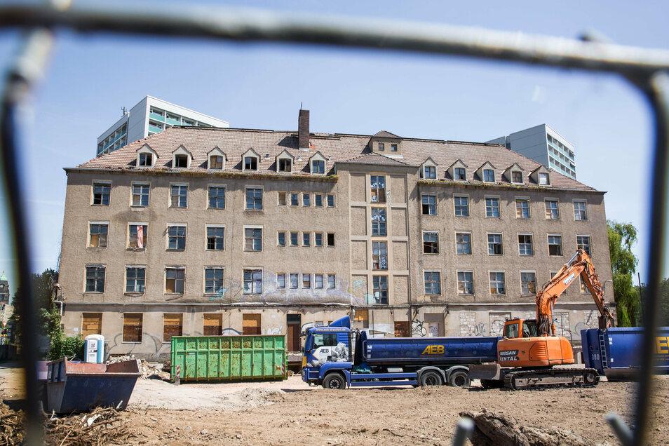 Der Bau am Haus Sidonienstraße 18 hat begonnen.