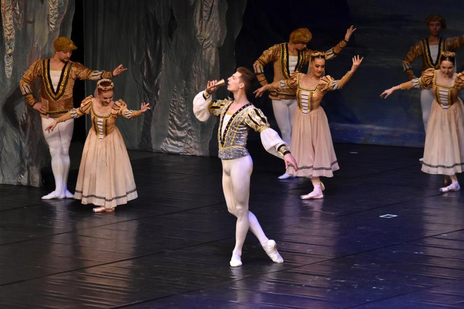 """""""Schwanensee"""" vom Russischen Nationalballett wurde Ende 2018 sowohl über die Musiktheater- wie auch zugleich über die Theater-, Opern-und Ballett-Reihe in der Lausitzhalle angeboten."""