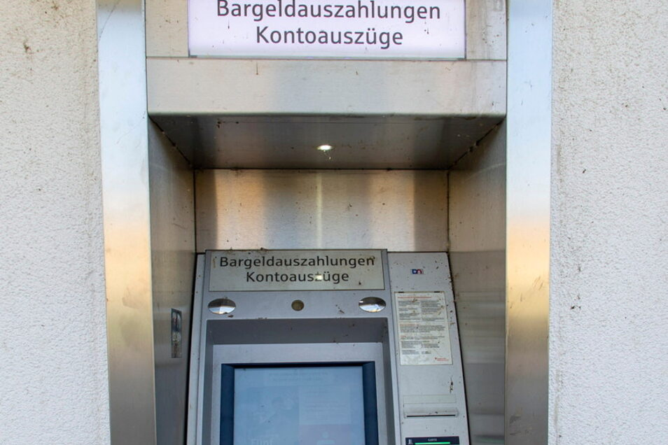 Eklig: Der Geldautomat auf der Mügllitztalstaße in Dohna. Inzwischen wurde er gereinigt.