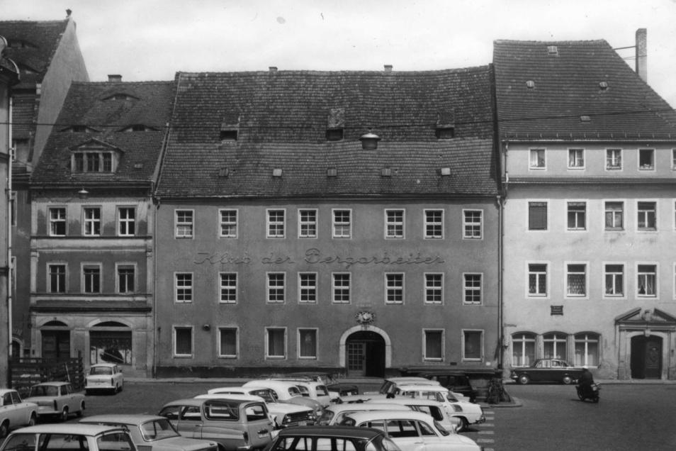 Gebäudekomplex Am Markt 19/20 mit dem ehemaligen Klub der Bergarbeiter am Pirnaer Markt. Die Aufnahme ist undatiert.