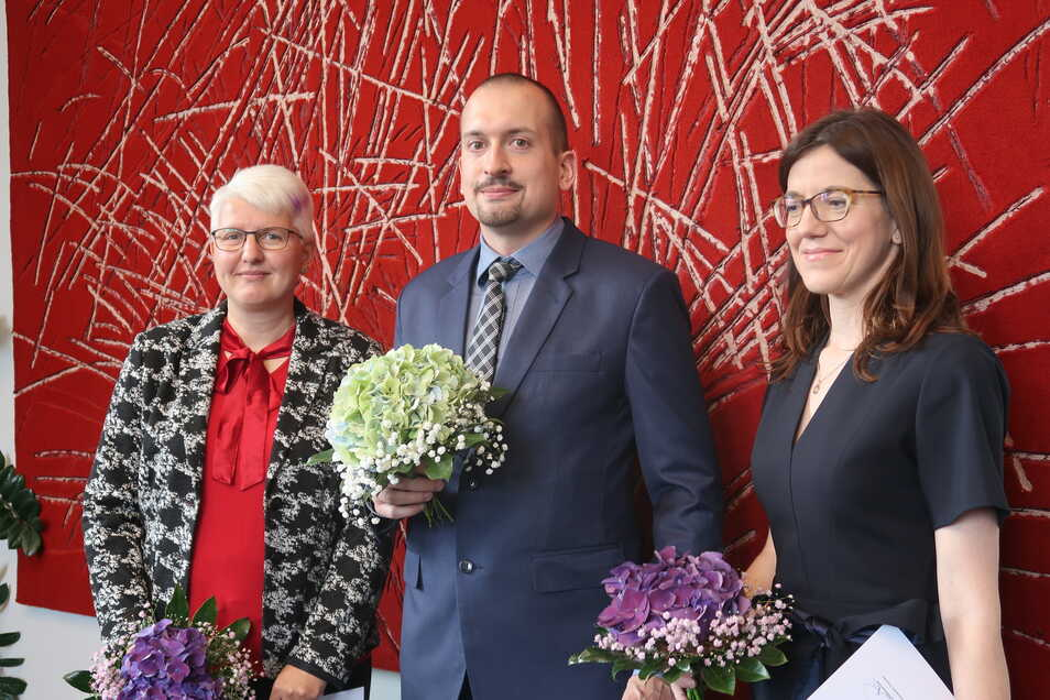 Silke Schirrmeister, Philipp Heydenreich und Annett Gläser (v.l.) sind nun Amtsanwälte. Die Rechtspfleger werden nun die Staatsanwaltschaften in Dresden und Chemnitz bei der Bekämpfung der kleinen und mittleren Kriminalität unterstützen.