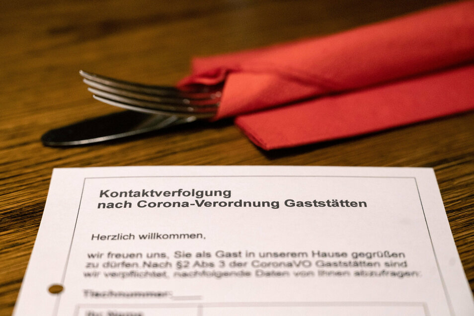 Im Landkreis Bautzen müssen Gäste in Restaurants künftig Kontaktdaten hinterlassen.