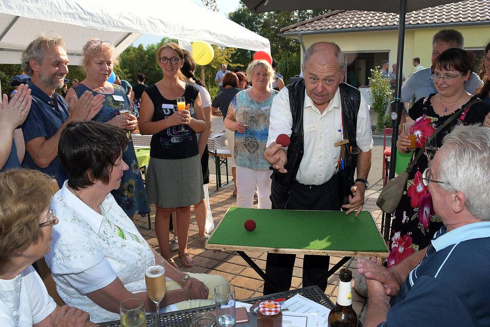 Thomas Born, hier beim Sommerfest im Hospiz Lebenszeit Leisnig, hat schon andere Durststrecken überstanden.