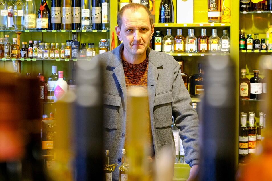 Holm Sandner bezeichnet die Entscheidung zum verschärften Lockdown als harten Schlag für den Einzelhandel. Seine Weinhandlung wird er wohl wie im Frühjahr weiter öffnen dürfen.