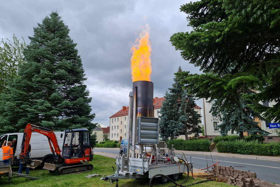 Eine riesige Flamme war am Donnerstag auf der Nordstraße zu sehen. Der Gasversorger Mitnetz Gas musste weitere Arbeiten durchführen, um die gewohnte Gasqualität für seine Kunden zu gewährleisten.