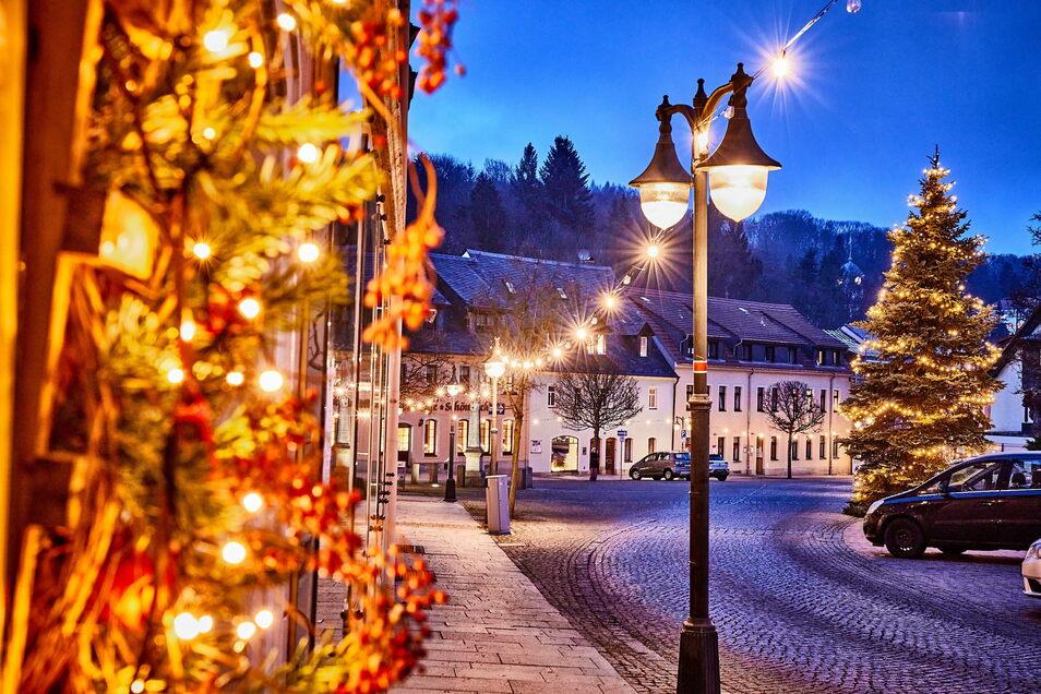 In ein Meer aus tausend Lichtern ist der Marktplatz in Bad Gottleuba getaucht.