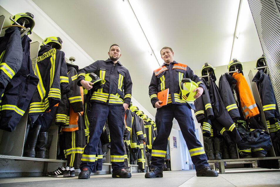 Der Ortswehrleiter (rechts) und sein Stellvertreter interessieren sich schon seit Kindesbeinen für die Feuerwehr und haben vor rund eineinhalb Jahren Verantwortung übernommen.