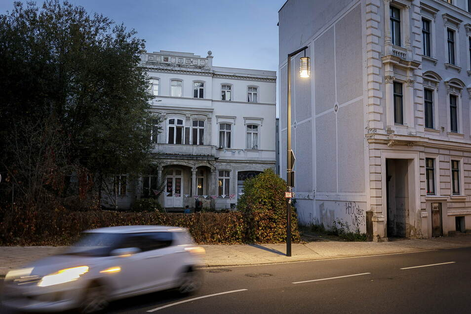 Kaufhausinvestor Winfried Stöcker will diese Villa am Postplatz und das linke Nachbarhaus (nicht im Bild) abreißen.