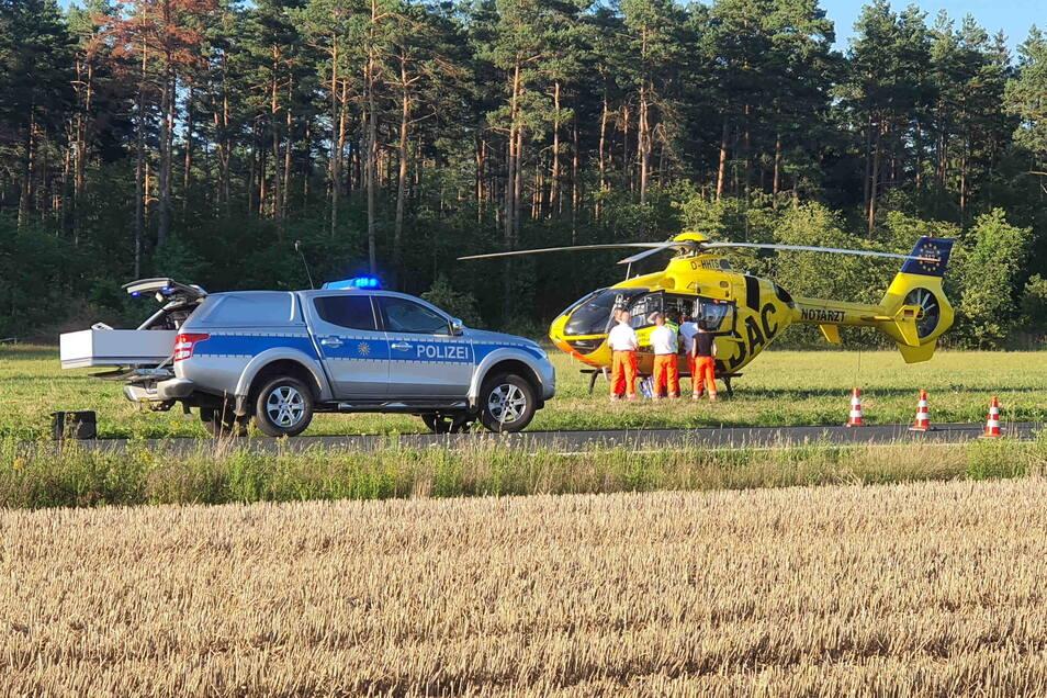 Ein Mann ist am Freitagabend bei einem Unfall in der Gemeinde Königswartha schwer verletzt worden. Mit dem Hubschrauber musste er ins Krankenhaus gebracht werden.