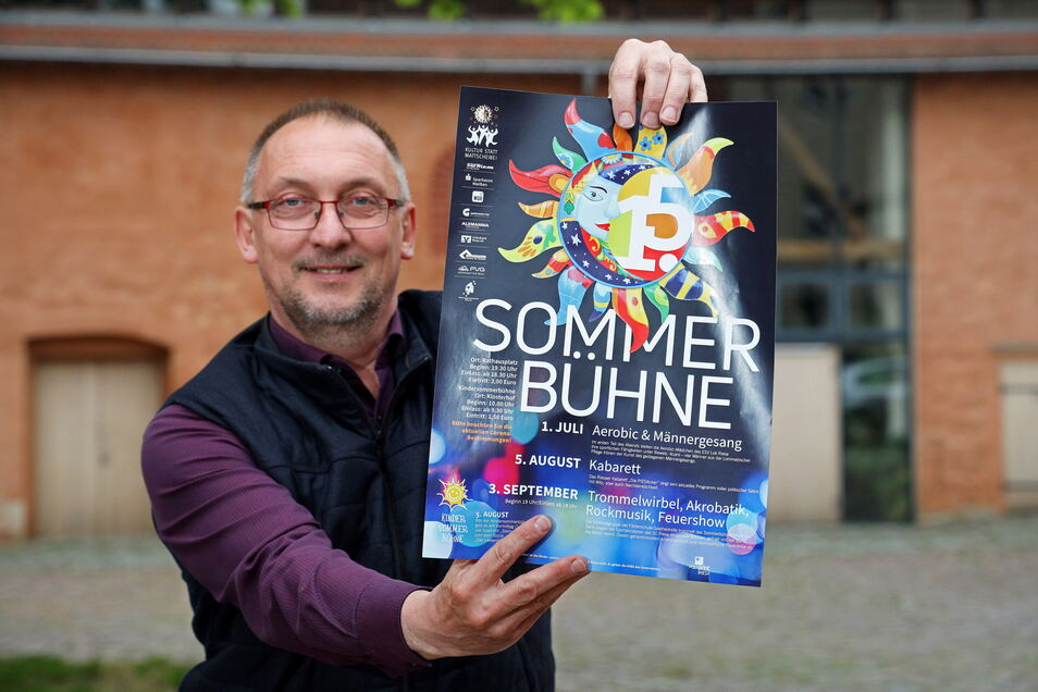 Jürgen Gläsel gehört zu den Machern der Riesaer Sommerbühne - wie zuvor schon sein Vater Lothar, dessen Weste er hier trägt.