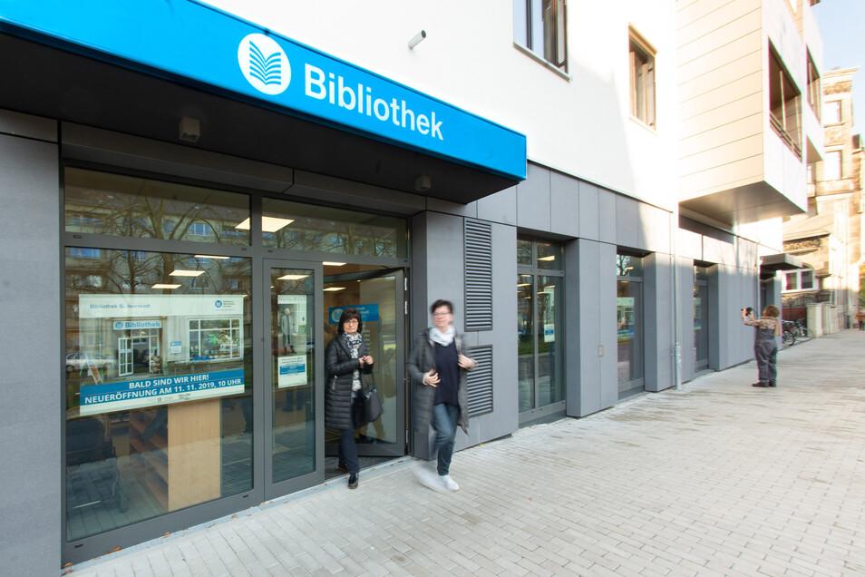 Die Bibliothek Südvorstadt am Münchner Platz hat als erste sieben Tage die Woche geöffnet. Damit könnte es bald vorbei sein.
