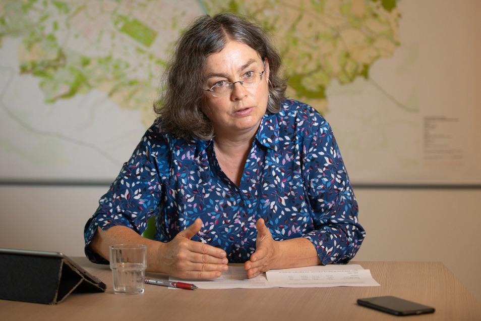 Dresdens Umweltbürgermeisterin Eva Jähnigen setzt sich für mehr Bäume in Dresden ein. Jetzt braucht sie das Geld dafür.