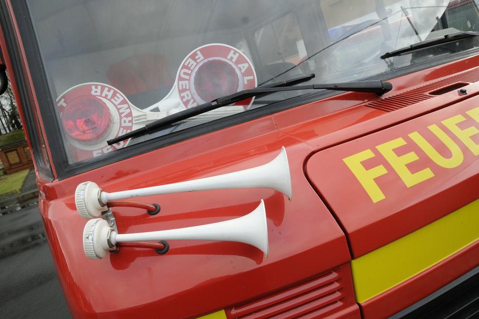 Die Feuerwehr musste einen eingeklemmten Mann befreien.
