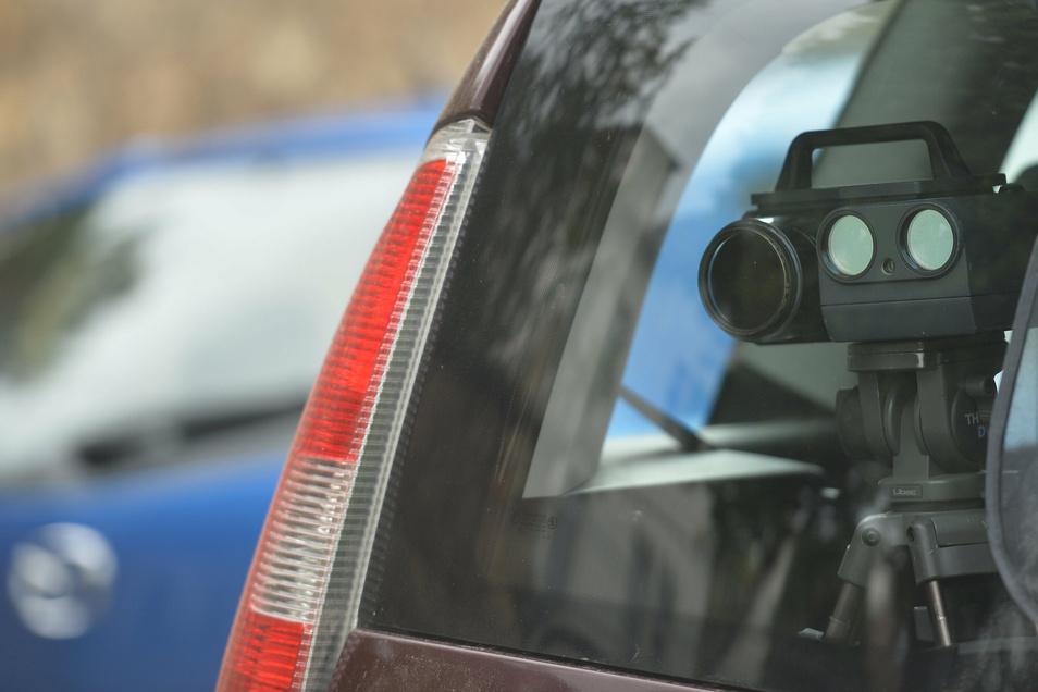 n Radebeul und Coswig wird auch mobil geblitzt. Was gilt nun als Strafe bei einigen wenigen km/h drüber - was vielen passiert? 15 Euro oder 30 Euro?