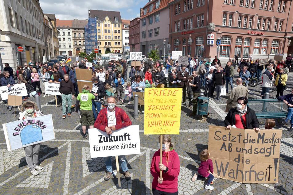 Etwa 200 Menschen protestierten am Sonnabend auf der Neustadt in Zittau.