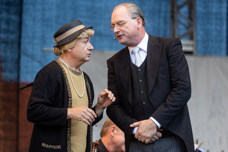 """Beim Programm """"Ilse Bähnerts Tubamania"""" lieferte sich die lustige Senioren Wortgefechte mit dem Solotubisten Jörg Wachsmut."""