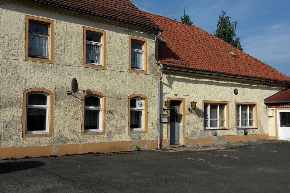Der ehemalige Gasthof Müller in Rennersdorf-Neudörfel gehört der Stadt Stolpen. Er soll als Gemeindezentrum umgebaut werden.