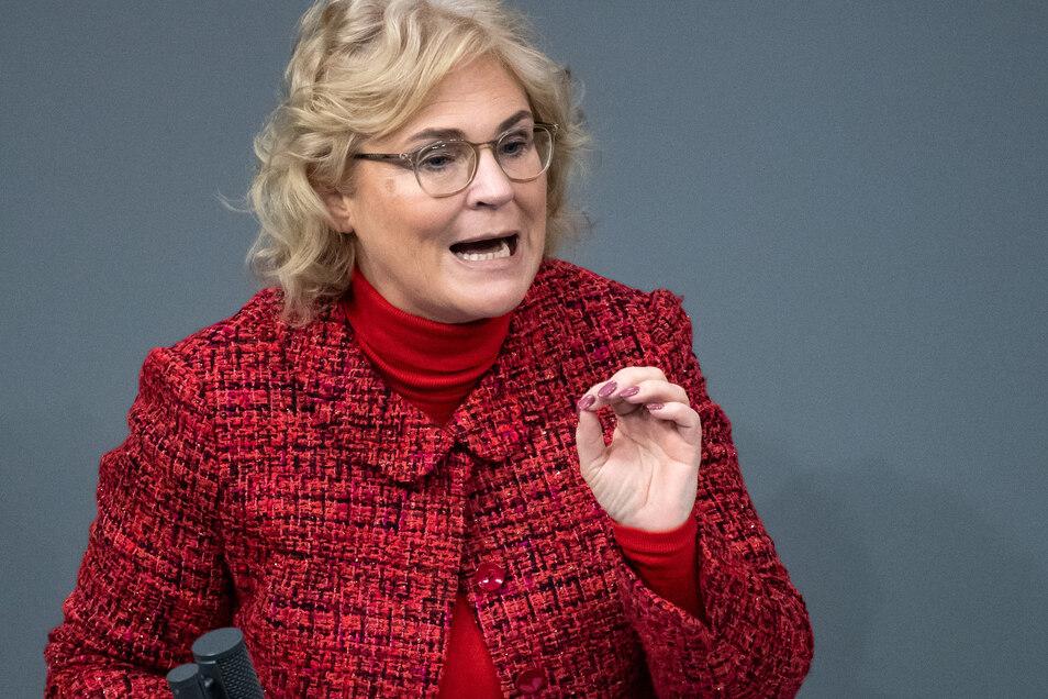 Bundesjustizministerin Christine Lambrecht (SPD) hat den Gesetzentwurf eingebracht.