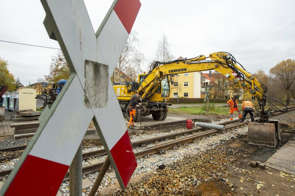 Am Bahnhof in Moritzburg werden derzeit die Übergänge erneuert.