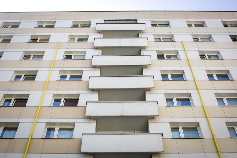 In diesem Wohnhaus in der Dresdner Südvorstadt sind weitere Corona-Fälle mit der Deltavariante festgestellt worden.