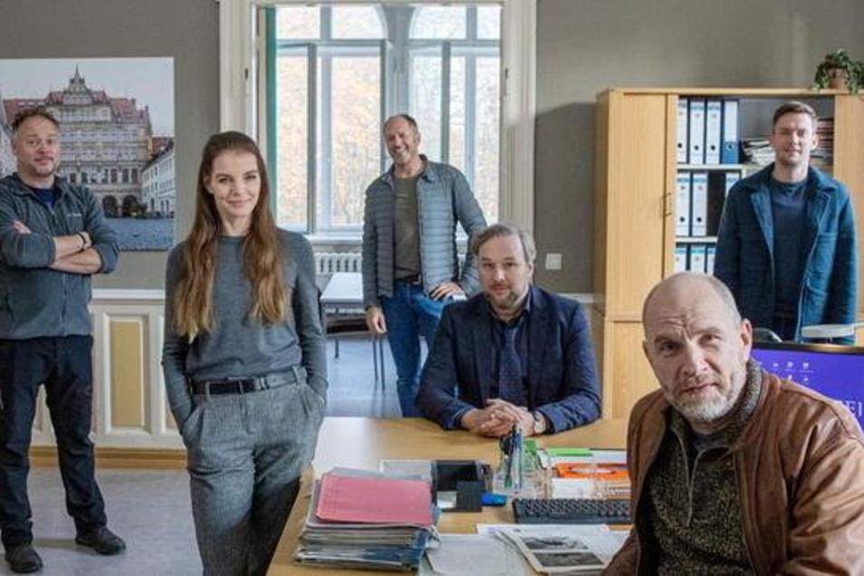 """Das Crewfoto zum zehnten Teil von """"Wolfsland"""", der voriges Jahr in Görlitz entstand. Das Team um Yvonne Catterfeld und Götz Schubert will ebenfalls diesen Herbst wieder in Görlitz drehen."""