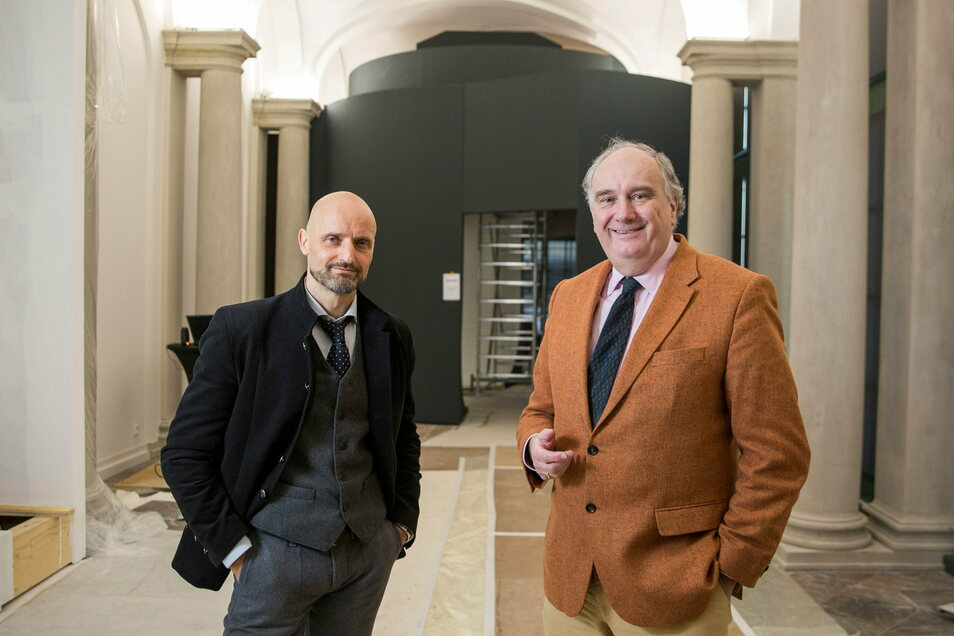 Kurator Dirk Welich (l.) und Schlösserland-Chef Christian Striefler freuen sich, dass die neue Zwinger-Ausstellung in der Bogengalerie L noch im Frühjahr öffnen kann. Derzeit ist die Installation der Einbauten und der Technik schon weit fortgeschritten.