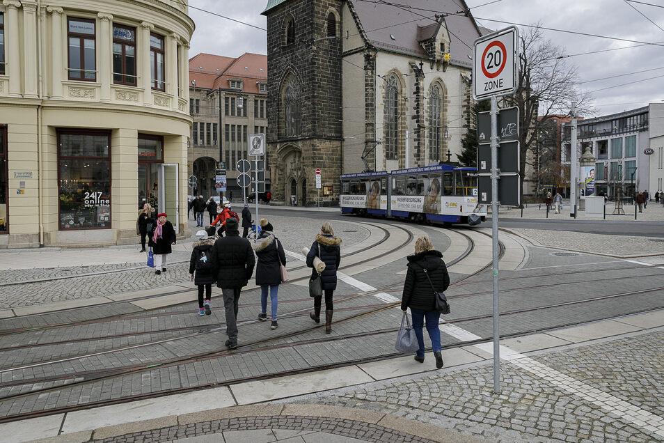 """Der sogenannte Kirchplatz (rechts) soll in """"Platz der Friedlichen Revolution"""" umbenannt werden."""