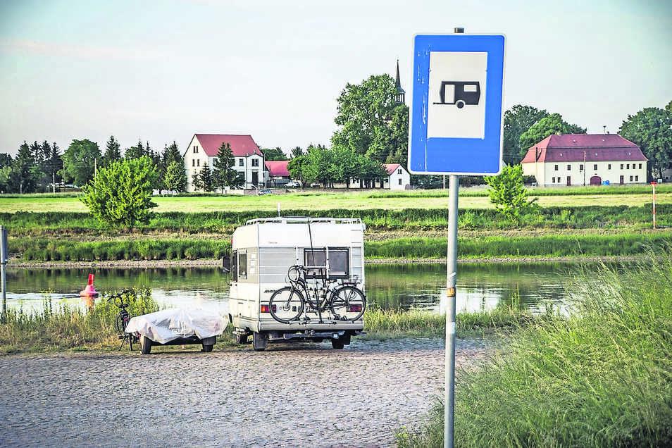 Im Sommerhalbjahr nutzen immer mehr Wohnmobilisten die ausgewiesene Fläche als Stellplatz. Ein Stadtrat will die Bedingungen für Camper verbessern.