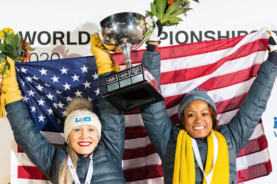 Kaillie Humphries (links) und Anschieberin Lauren Gibbs aus den USA werden ihrer Favoritenrolle gerecht und gewinnen WM-Gold.