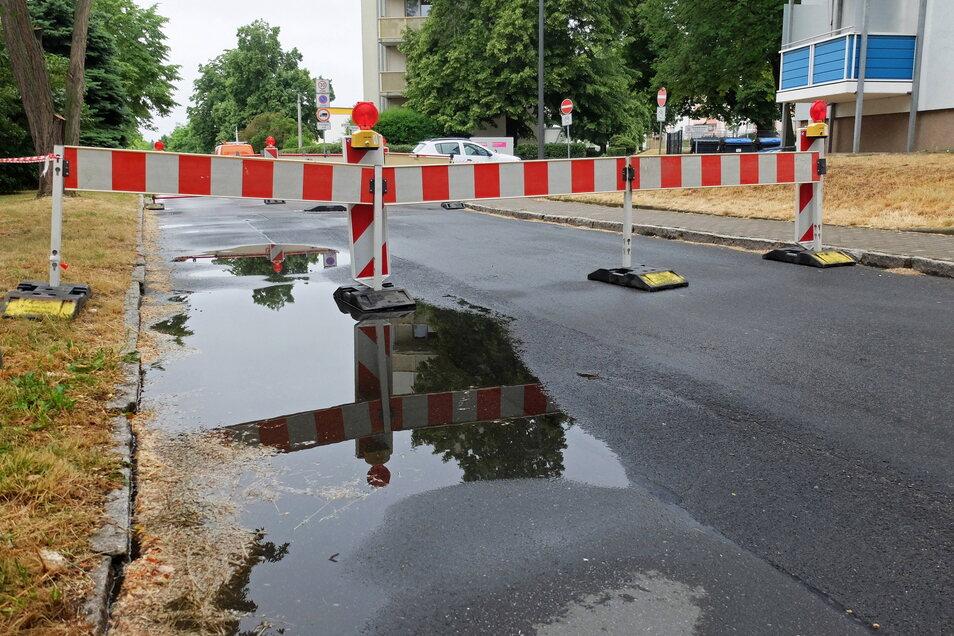 Die Reparatur des Kanaleinbruchs Am Hang in Riesa dauert.