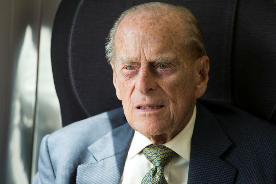 """Der britische Prinz Philip ist wegen Unwohlseins """"vorsorglich"""" ins Krankenhaus gebracht worden."""