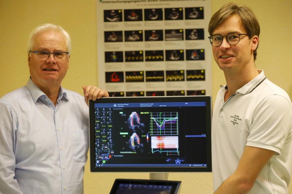 Uwe-Michael Arnold (links) hat seine Arztpraxis an der Lessingstraße an Sohn Christoph (rechts) übergeben.
