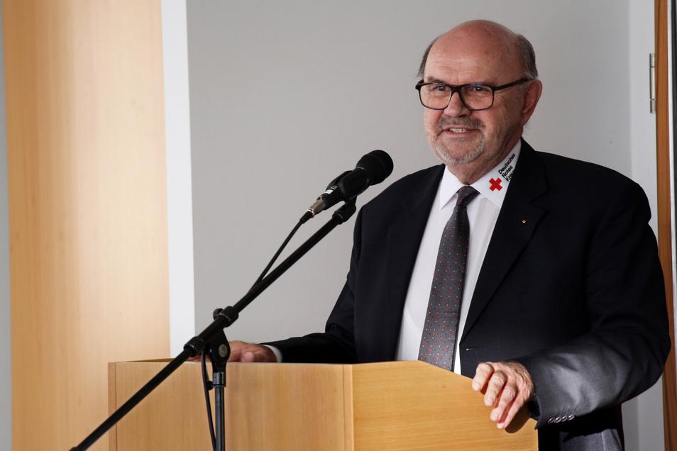 Riesas DRK-Präsident Horst Hofmann bei der Ansprache.