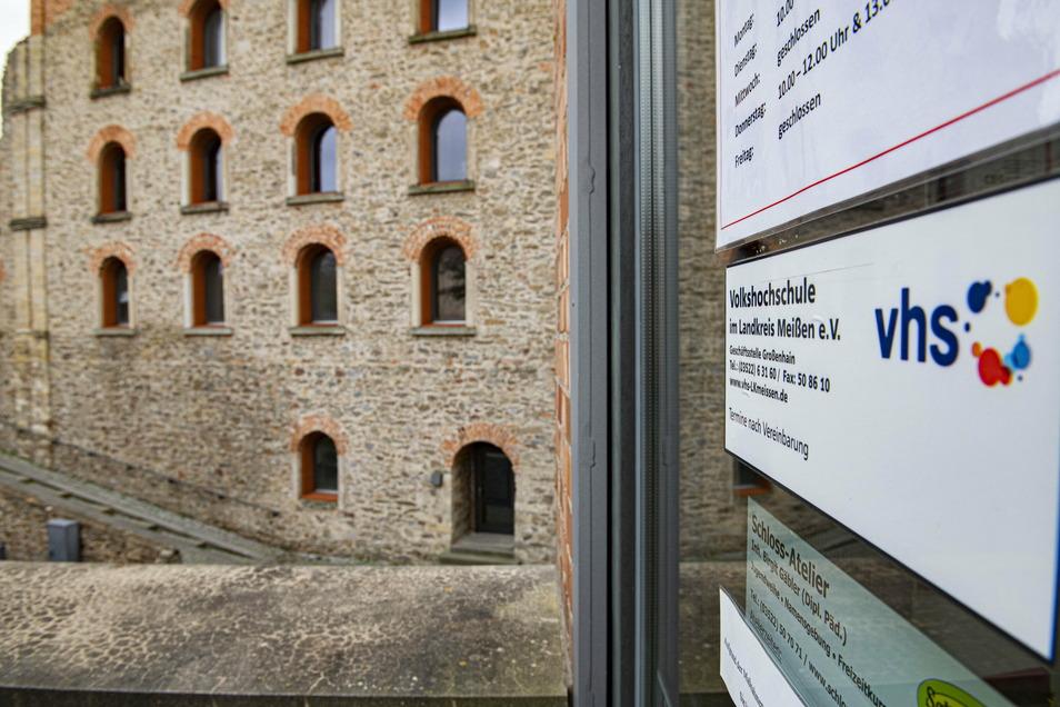 Die Volkshochschule hat in Großenhain am Kulturschloss ihren Sitz. Derzeit laufen ganz viele Kurse im Internet.
