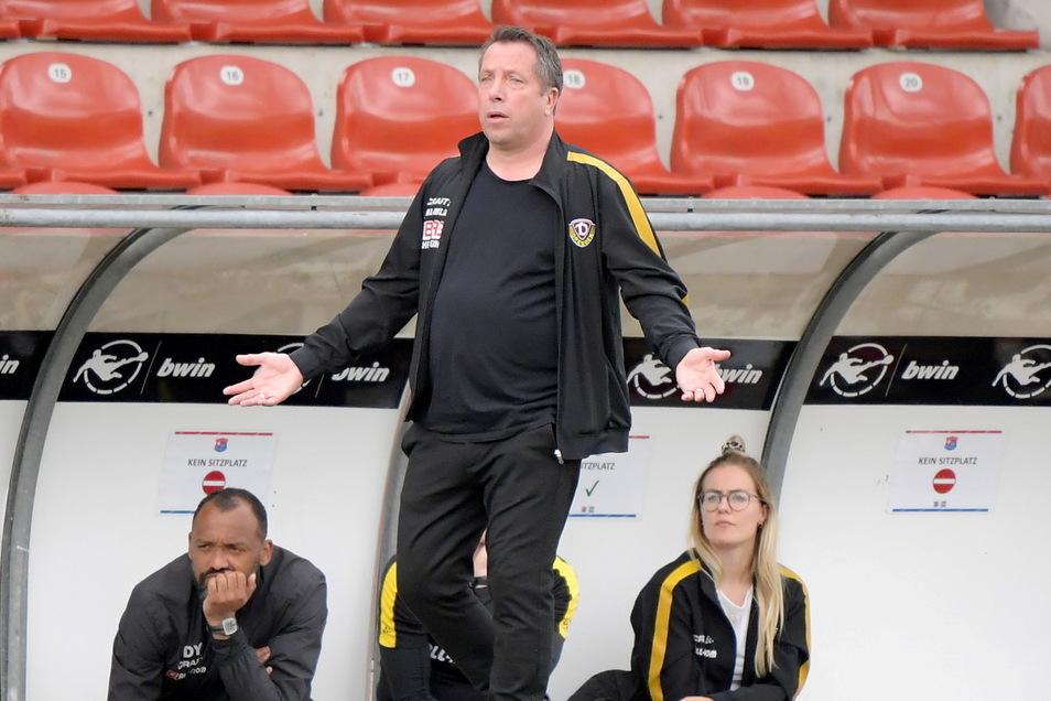 Ein Ausdruck von Ratlosigkeit? Dynamo-Trainer Markus Kauczinski sah von der Seitenlinie aus wenig Erbauliches, kritisierte aber nicht alles.