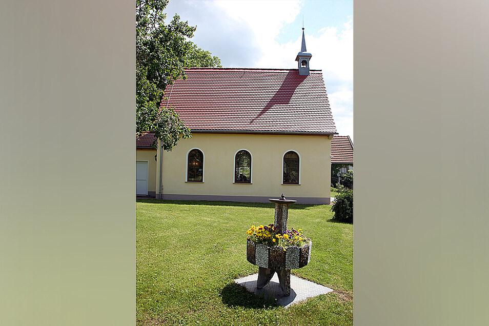 Einladend, aber nur nach vorheriger Anmeldung, die kleine private Kapelle in Nentmannsdorf.